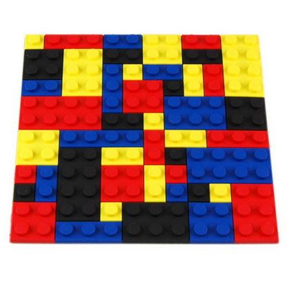 glasunderlägg i form av lego klossar