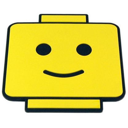 glasunderlägg i form av en lego gubbe ansikte