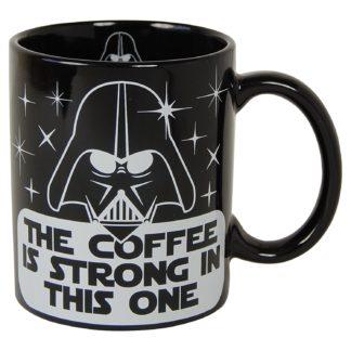 mugg med darth vader från star wars och texten the coffee is strong with this one