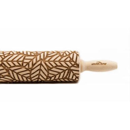 bröd kavel i trä för kakor och keramik med abstrakt motiv av löv