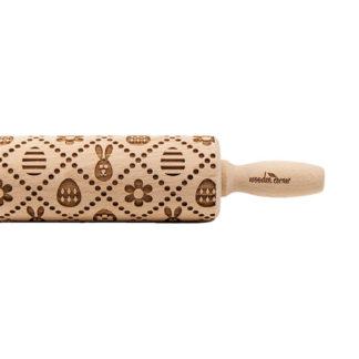 handgjorda mönstrade kavlar i trä med påsktema föreställande påsk ägg och harar. Finns i två olika storlekar.